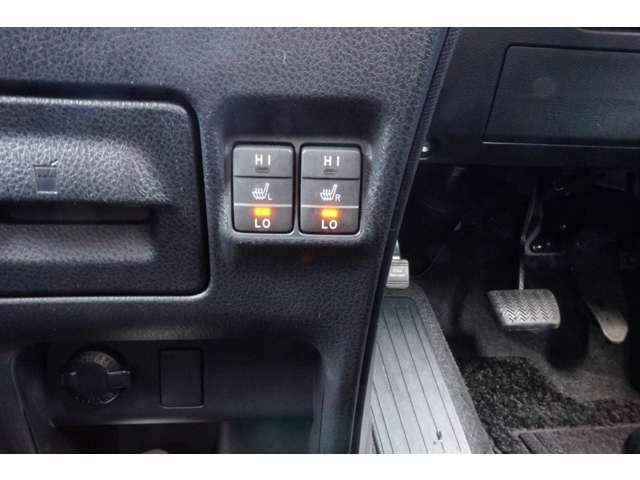 両側電動スライドドアですのでボタン一つで開け閉めが可能です。