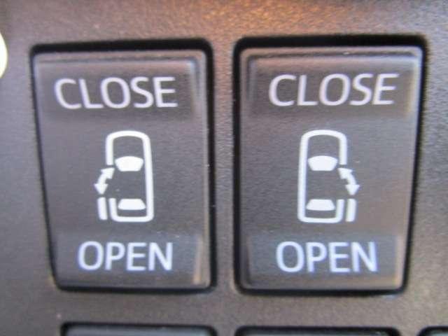両側電動スライドドアで開け閉めラクラクです。お子様のドアの開閉の心配もございません。