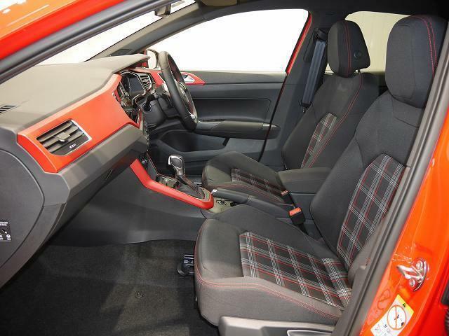 GTI伝統のタータンチェックのシート