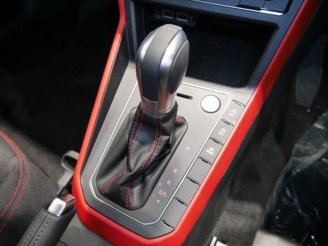 湿式多板構造のクラッチを内蔵した6速DSGトランスミッションを採用。