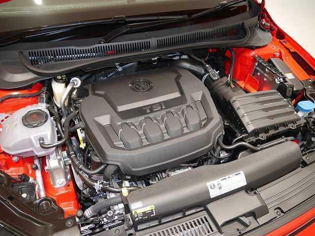 ポロGTIとして初めて、2リッター直噴ターボエンジンを採用。