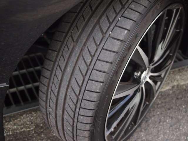 タイヤ溝は良好です
