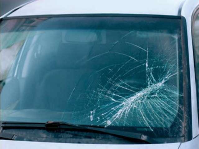 Bプラン画像:持続力・耐久性・輝き世界ナンバーワン!!第5世代のガラスコーティング。高速で走行した際に思わぬ飛び石でフロントガラスのひび割れや破損する被害を未然に防ぎます。