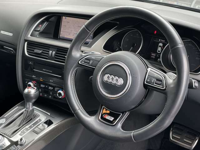 LIBERALAでは新車登録から最長10年間の保証がご選択頂ける月額制保証システムがございます。「中古車は不安」というお客様の声にお応えし、お客様の安心安全のために業界最長の保証を実現致しました。