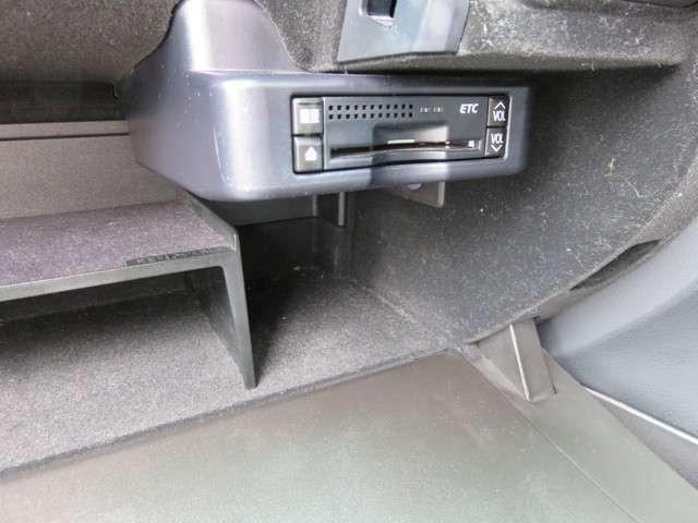 快適ドライブの必需品・ETC付いてます!グローブボックスに収納されているので邪魔な配線などありません!