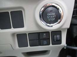 プッシュスタートだからカギを出さずにドアロックの開閉やエンジンがかけれます