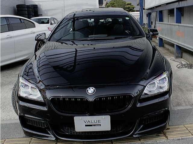人気カラーの「ブラックサファイア」BMWの定番ブラックボディーカラーです。Mスポーツではオプションとなります。