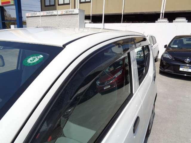 夏場の駐車時にも、少し開けて置くだけでも車内温度が下がりますよ
