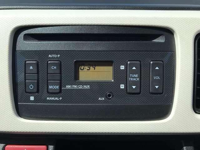 純正オーディオです。ラジオ・CD・AUX搭載。