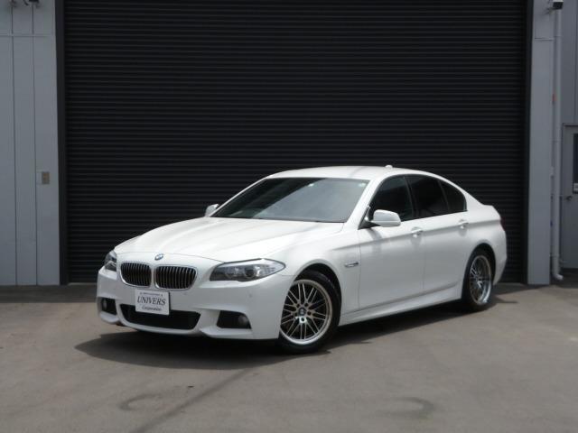 BMW523iMスポーツ入庫しました! 2オーナー車で修復歴無し! 走行距離56000キロ!人気のシロ! 内外装美車!! とても程度の良い一台です! 早い者勝ち!