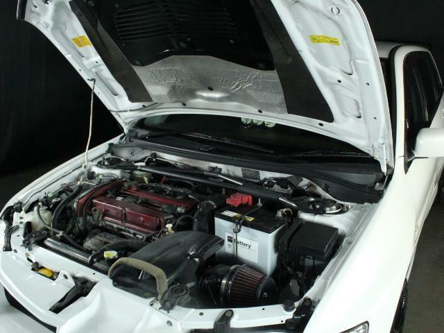 エンジンも機関良好です!エアクリやタワーバーなどのアフターパーツ発注から取付までお気軽にお申し付けください!