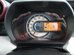 メーターは見やすい単眼メーター 燃費 燃料の残りを確認してあとどれだけ走行可能かも計算してくれます(乗り方で数値が変更されます)