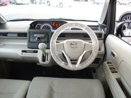 広いフロントガラスで視界が良く運転がしやすく安心です。