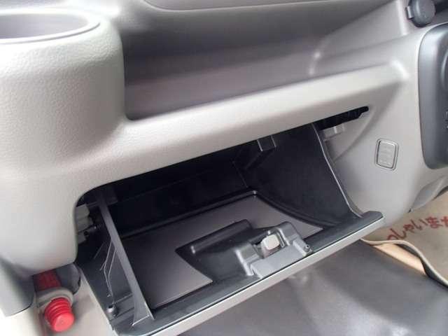 グローブボックスに大切な車検証などを保管して下さい!