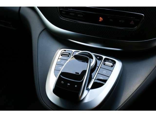 ◆シャシーはエンジンよりも速く◆「走る」「曲がる」「止まる」を追究したメルセデスの独自の設計哲学です。エンジンの性能をフルに発揮しても充分な余裕を残さねばなりません。安全な車造りの象徴です。