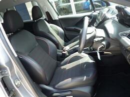 ホールド感のあるフロントシートは長時間の運転でも疲労感を感じさせす、腰への負担も軽減させます。