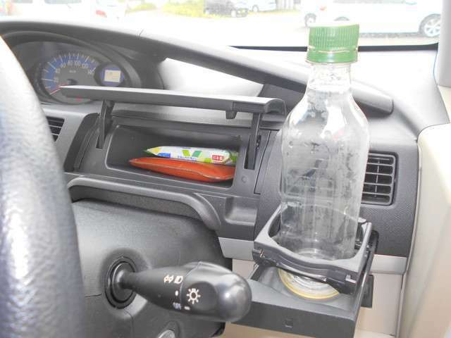 ドライバー席の小物入れも充実★