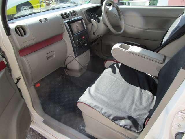 運転席と助手席にはシートの保護カバーを装着していましたので傷みが少なく綺麗な状態です。