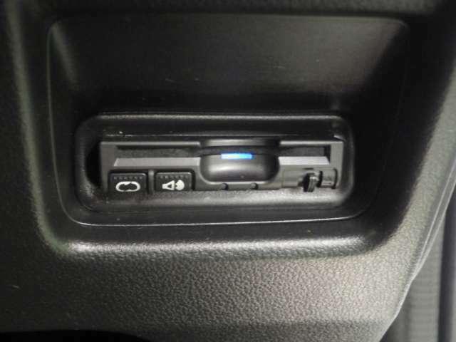 スイッチ操作で一定の速度に走行を制御するクルーズコントロール。加速・減速が少ない道でのドライバーの負担を軽減します。