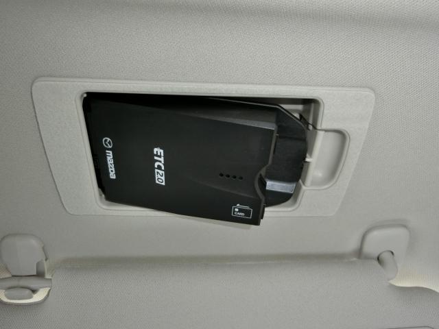 運転席バイザー内にスッキリ収まるスマートインETC