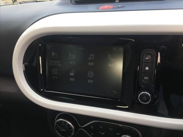 ターボ 禁煙 ワンオーナー EASYLINK 7インチタッチスクリーン C字LEDライト オートライト アイドリングストップ 車線逸脱警報 クルーズコントロール 革ハンドル Rソナー キーレスキー