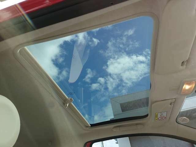 ガラスルーフ装備!ドライブが楽しくなること間違いナシ!!