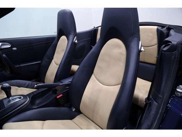 内装のシートやルーフ、フロアやパネル類も目立つキズや汚れはなくキレイな状態です!!