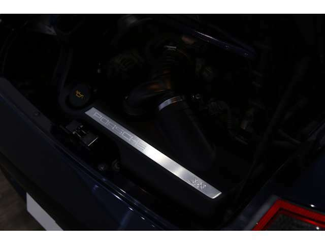 【エンジンスペック】 水平対向6気筒 3824cc ガソリン 355馬力(カタログ値)