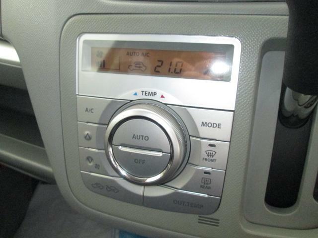 車内の温度を快適に保ってくれるオートエアコン登載★