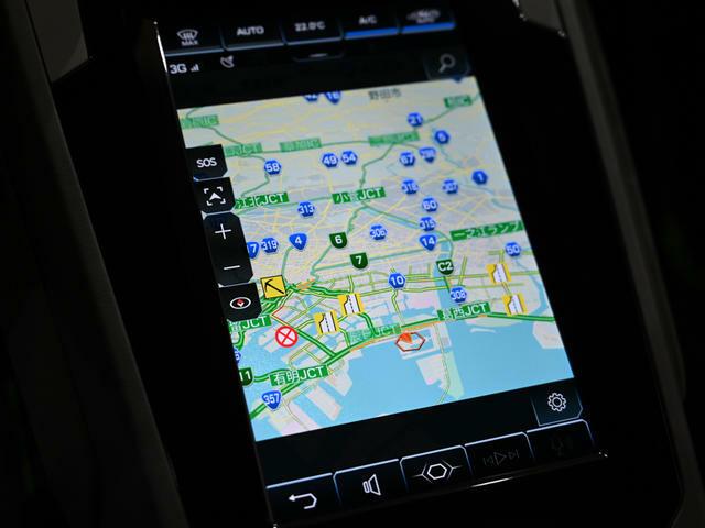 ナビゲーションシステムは中央に搭載されたタッチスクリーンから操作が可能です。