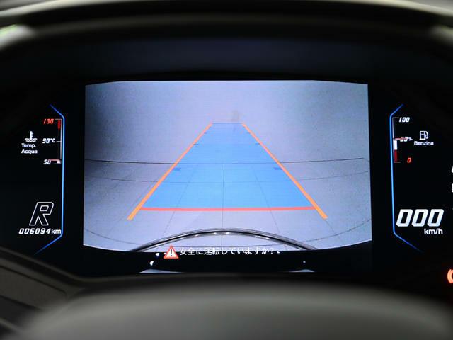 バックカメラは中央モニターに表示されます。