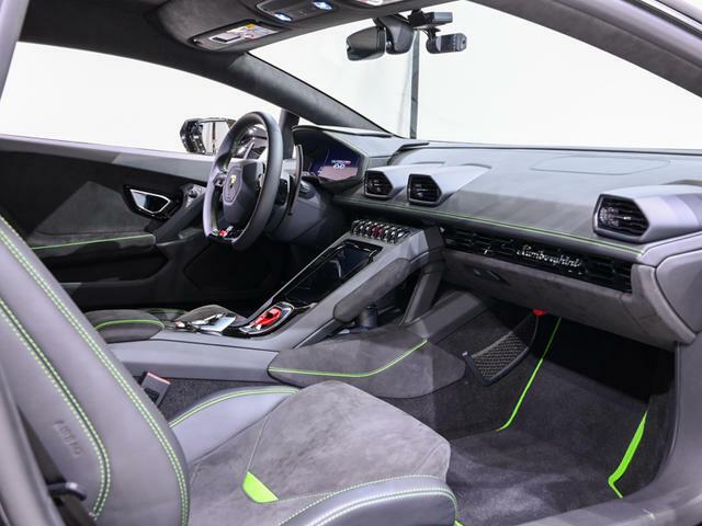 運転席、助手席ともの状態は良好です。