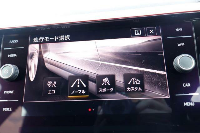 ドライビングモード選択が付いておりますので走行シチュエーションによってモードを切り替えることができます。