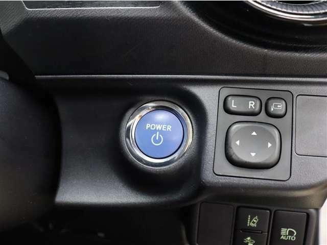 【パワースイッチ】ハイブリッドシステムの起動はブレーキを踏みながらパワースイッチをワンプッシュするだけです!バックやポケットに携帯していればスマートキーを取り出す必要はありません!!