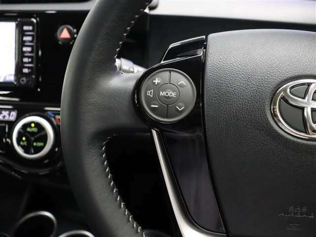ナビに視線を移さず、ステアリングから手を離さず、運転に集中したまま手元でオーディオを操作できます。