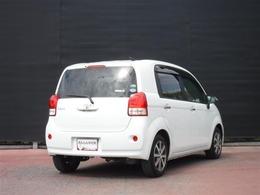 """特別仕様車 「F""""a la mode(ア・ラ・モード)""""」が入りました。「F」をベ-スに、カラ-ドドアミラ-や室内外にメッキ加飾などを特別装備しています。"""