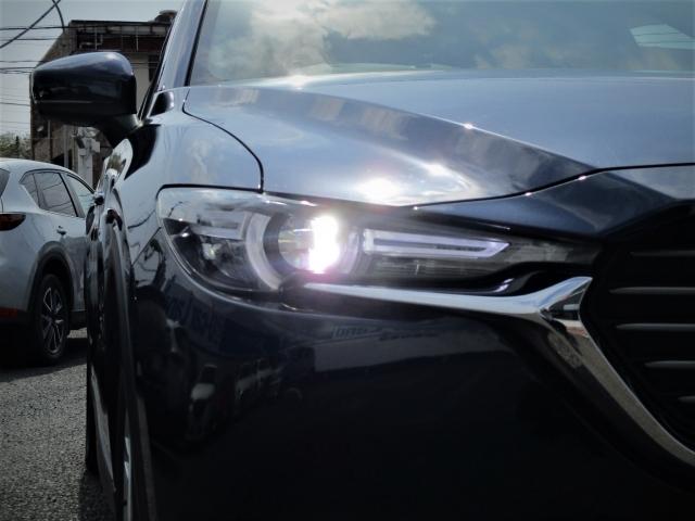 LEDヘッドライトは明るい白色光で夜間の走行時に高い視認性を確保するとともに、省電力で低燃費にも貢献しています。