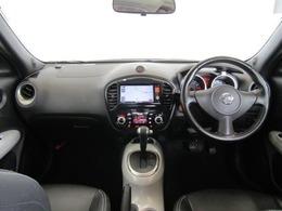 スタイリッシュでオシャレなインパネ廻りです。ドライバーが感覚的に操作・確認できるよう気配りされた運転席廻りです。