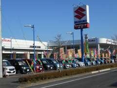 当店は国道50号線沿いのケーズ電気様横でラーメン山岡屋さんの向かい側に位置しております。大きなスズキの看板が目印です!