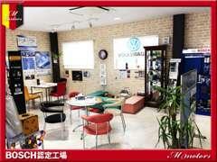 室内禁煙のキレイなショールームです♪お客様にとって居心地の良いショールームを心がけています。どうぞお気軽にご来店下さい。