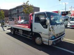 自動車搬送トラック完備で、お客様の納車引き取りや急なトラブルにも迅速な対応を心がけています!!!