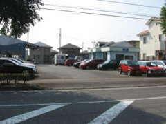 輸入車の販売を中心に車検・整備・保険・買取まで承ります。
