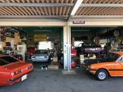 旧車買取なら旧車販売専門の当店へお任せください。あなたの大切なお車を、良い人へ引き継ぐ橋渡しをさせていただきます。
