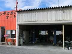 当店自社認証整備工場。国家資格整備士常駐。