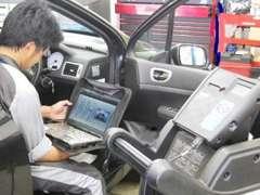 車のコンピューターに記録されている情報をPCにて解析いたします。見た目では発見できない情報や不具合も対処していきます。