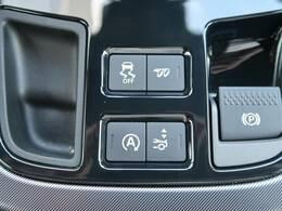 切り替え可能な【アクティブスポーツエグゾーストシステム】は、特徴的な2+2の クワッドテイルパイプを備え、エキサイティングなエンジンサウンドに新次元の聴覚的興奮をもたらします。