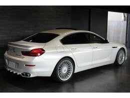 弊社HPにて、より詳しくお車をご確認頂ける詳細情報や高画質な車両画像を50枚ほどご用意しております。是非ご覧下さい。http://toprank.jp/