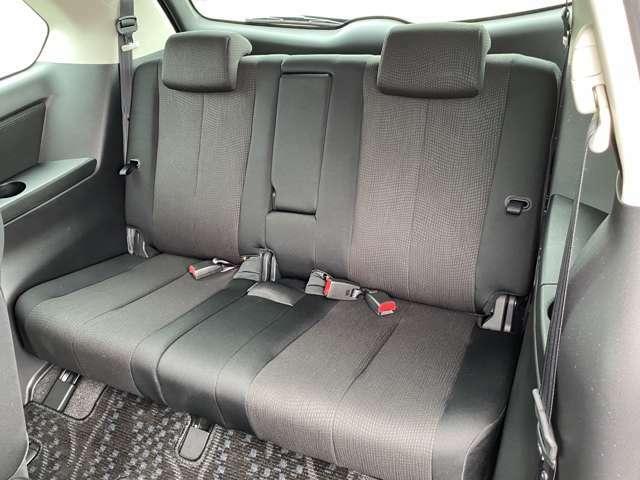 サードシートも余裕のユッタリスペース