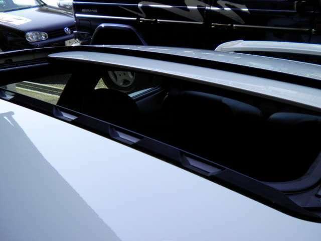 新車時メーカーオプションのスライディングルーフ付です。新車時メーカーオプション250万円相当付です。詳しくは弊社ホームページをご覧下さいませ。http://www.sunshine-m.co.jp
