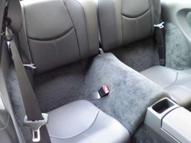 リアシートもブラックレザーシート、使用感等殆ど無く、禁煙車です。走行距離は僅か11000キロメートルです。詳しくは弊社ホームページをご覧下さいませ。http://www.sunshine-m.co.jp